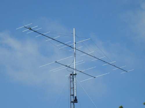 12 él. DK7ZB 144 MHZ et 5 él YU7EF 70 MHz